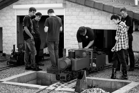 Préparatifs devant le dépôt vapeur