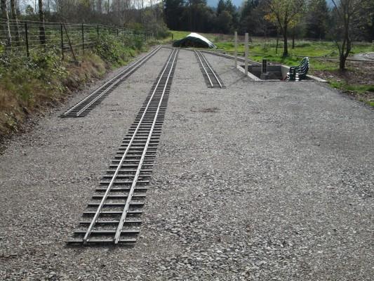 la pose des voies de la gare.....30m pour chaque voie....