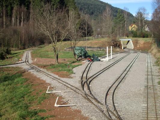 La pose des voies de la gare est terminée...